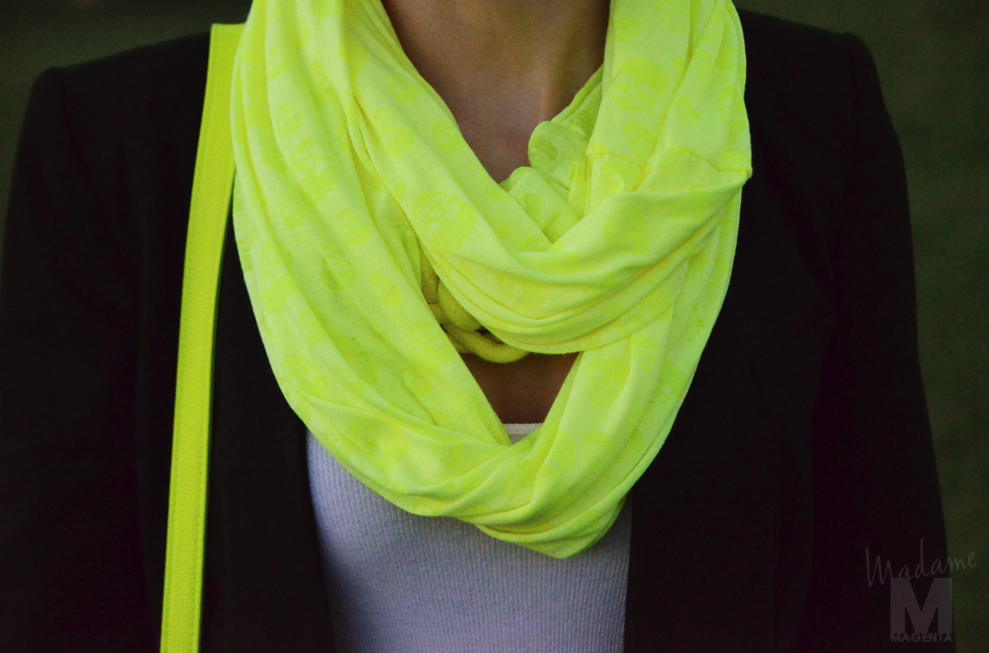 Libertad Pertierra fluo knot necklace yellow