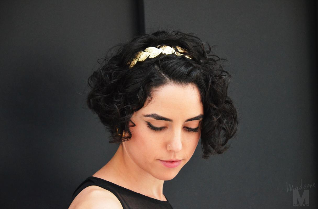 big black dress Libertad Pertierra vestido negro largo diadema hojas dorada griega